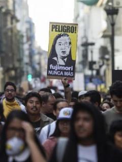 Miles de personas protestaron en Perú contra el indulto a Fujimori