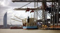 Gobierno estudia asignar muelles del puerto de Montevideo a Paraguay
