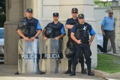 Policía con facilidades