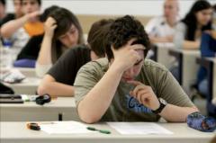 Jóvenes brindan tutorías gratuitas a estudiantes de bajos recursos