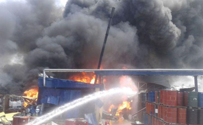 Apagaron incendio en refinería de grasa que no contaba con la habilitación de Bomberos