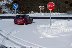 Más de 80 carreteras son afectadas por temporal de nieve en España