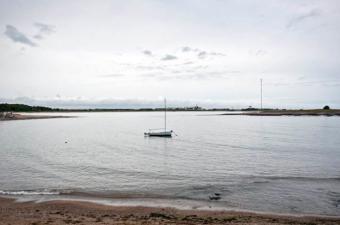 La Armada rescató a cinco personas en laguna de Rocha