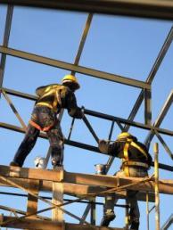 Gobierno unificó el uso obligatorio de elementos de seguridad para quienes trabajan en la altura