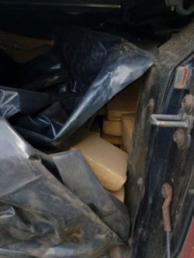 Buscan al conductor de una camioneta que llevaba más de 700kg de marihuana