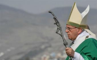 Francisco culmina visita a Perú con multitudinaria misa