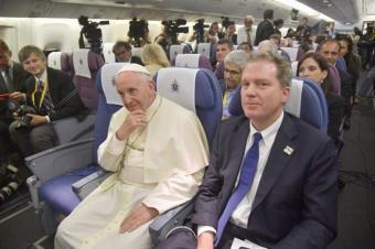 El papa reiteró tolerancia cero con casos de abusos al volver de Chile y Perú