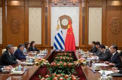 """Nin Novoa: Uruguay aspira a ser la """"puerta de entrada"""" de China en A.Latina"""