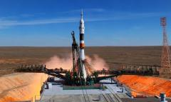 Rescatan a astronautas de Soyuz que tuvo que aterrizar tras fallo en cohete