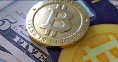 El bitcóin cumple diez años de turbulencias y afronta un futuro incierto