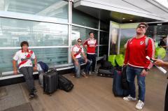 La primera tanda de hinchas de River y Boca ya viaja a Madrid