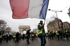 """Francia pide a Trump que no se meta en el debate de los """"chalecos amarillos"""""""