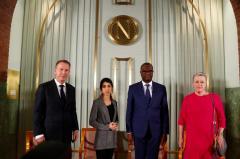 Rey de Suecia entrega los Nobel, menos el de Literatura