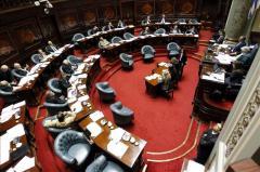 El Parlamento busca dar rango de ley a un decreto de transparencia