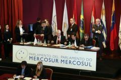 """Parlasur dice que el Gobierno de Venezuela aplica una """"política genocida"""""""