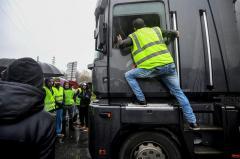 """Los """"chalecos amarillos"""" frenan la recuperación del turismo en Francia"""