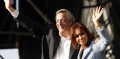 Ordenan liberar a exempleados de los Kirchner en causa de sobornos