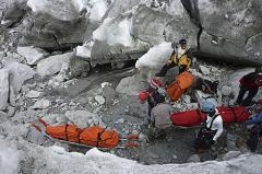 Rescatan cuerpos de españoles muertos tras avalancha en Perú
