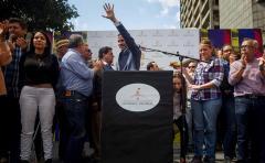 Detienen durante unos minutos al presidente del Parlamento venezolano