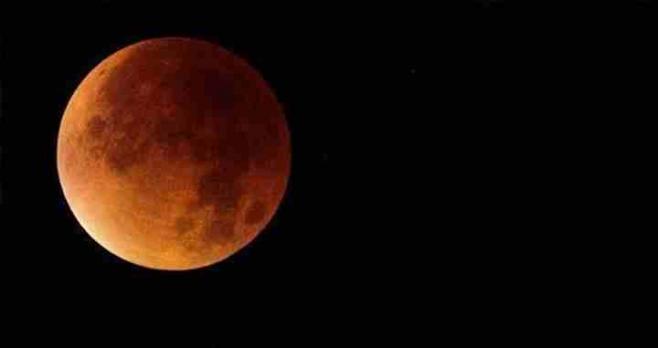 Se visualizó un eclipse total de Luna