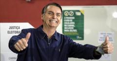 """Bolsonaro dice que está """"bien"""" en su primer mensaje tras operación"""