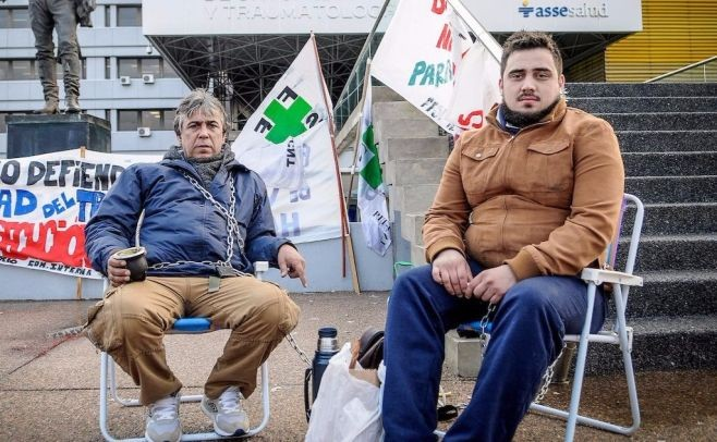 Trabajadores del Vilardebó se encadenan frente a Asse por rebaja salarial